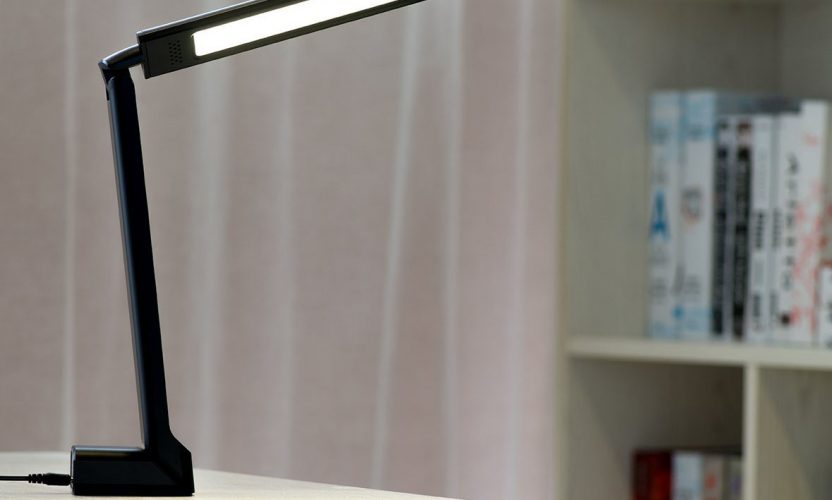 Review: Oak Leaf Dimmable Portable LED Desk Lamp