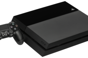 Sony PlayStation 4 - By Evan-Amos - Media:PS4-Console-wDS4.jpg, Public Domain, https://commons.wikimedia.org/w/index.php?curid=37808618