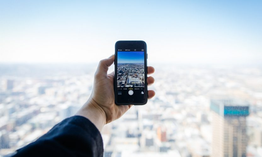 5 Ways Your Phone Can Make Travelling Easier