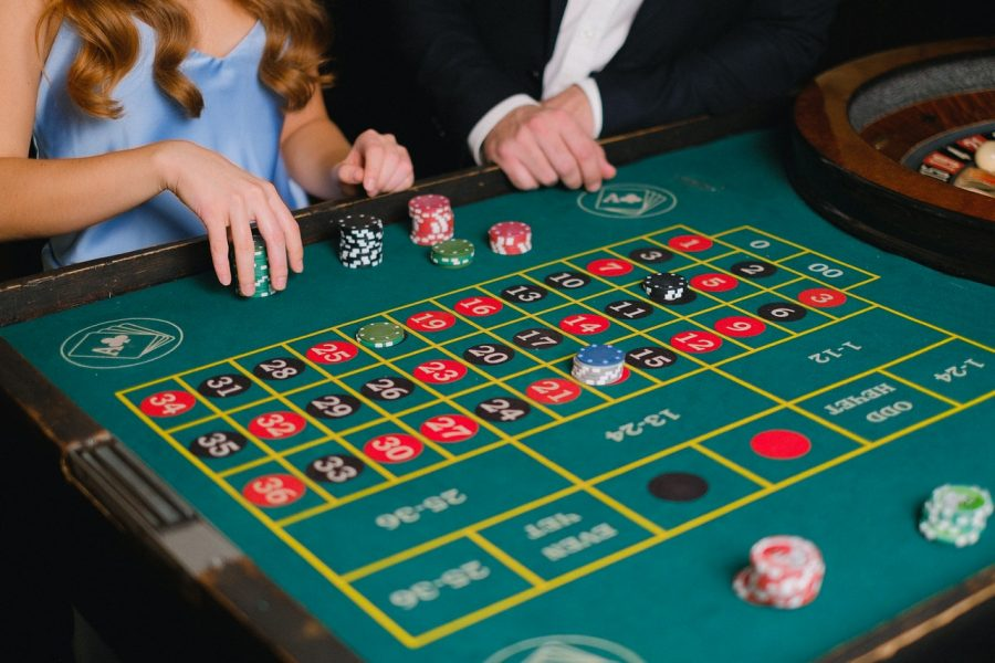What are online casino software gaming providers?